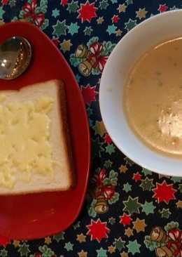 ซุปฮังการีเห็ดหอม ขนมปังชีส