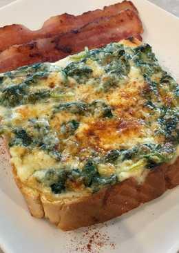 ขนมปังหน้าผักโขมอบชีส