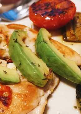 สเต็กอกไก่ อโวคาโด้ แยมมิ้นท์ (Chicken steak avocado Mint jelly)