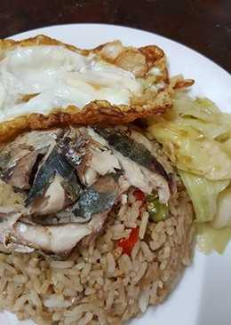 ข้าวผัดน้ำพริกกะปิ กินตอนเช้า (จากของเหลือจากมื้อเย็น)