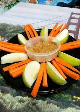แอปเปิ้ลและแคร์รอตดิปครีมชีสเนยถั่ว (ไขมันต่ำ)