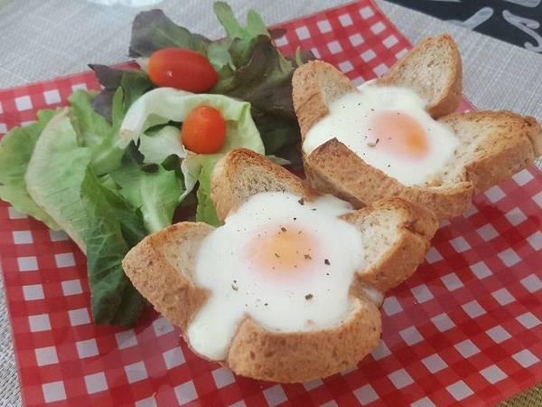 ขนมปังโอบไข่