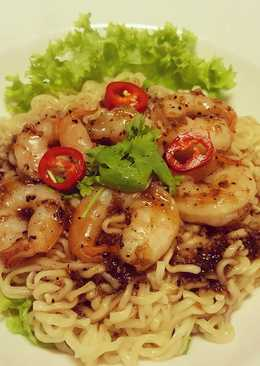 บะหมี่ซอสพริกไทยดำกุ้งสด