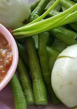 น้ำพริกกะปิกับผักเคียงชนิดต่างๆ