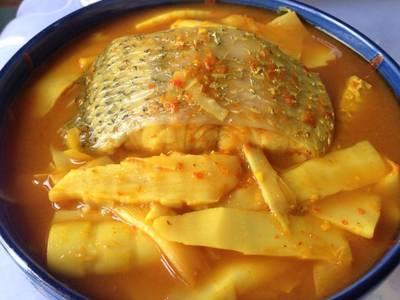 แกงเหลืองหน่อไม้ดองปลากะพง