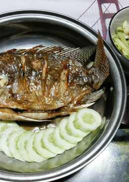 ปลานิลทอดราดน้ำปลาด้วยหม้ออบลมร้อนกับยำแอ๊ปเปิ้ลเขียว