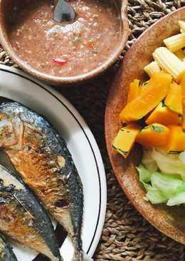 น้ำพริกกะปิ ปลาทูทอด ผักสด