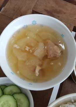 น้ำแกงกระดูกสันหลังหมูตุ๋นกับกุ้งแห้งและฟักเขียว