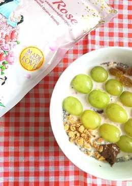 Overnight oatmeal with grape