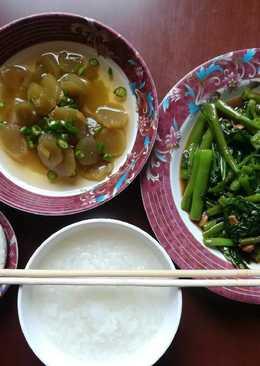 ยามแม่ป่วย...ข้าวต้มกับผัดผักบุ้ง ยำใจผักกาด ไข่เค็ม