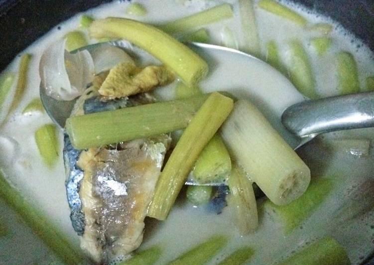 ต้มกะทิสายบัวปลาทูไข่