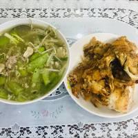 Bữa trưa canh mướp nấu nấm & cá chiên