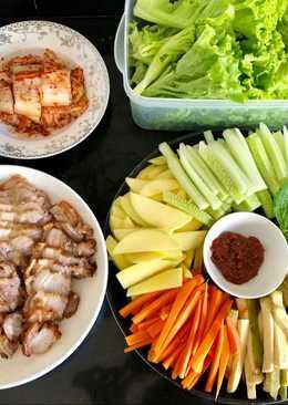Thịt nướng giòn bì cuộn rau củ - kim chi - lá vừng