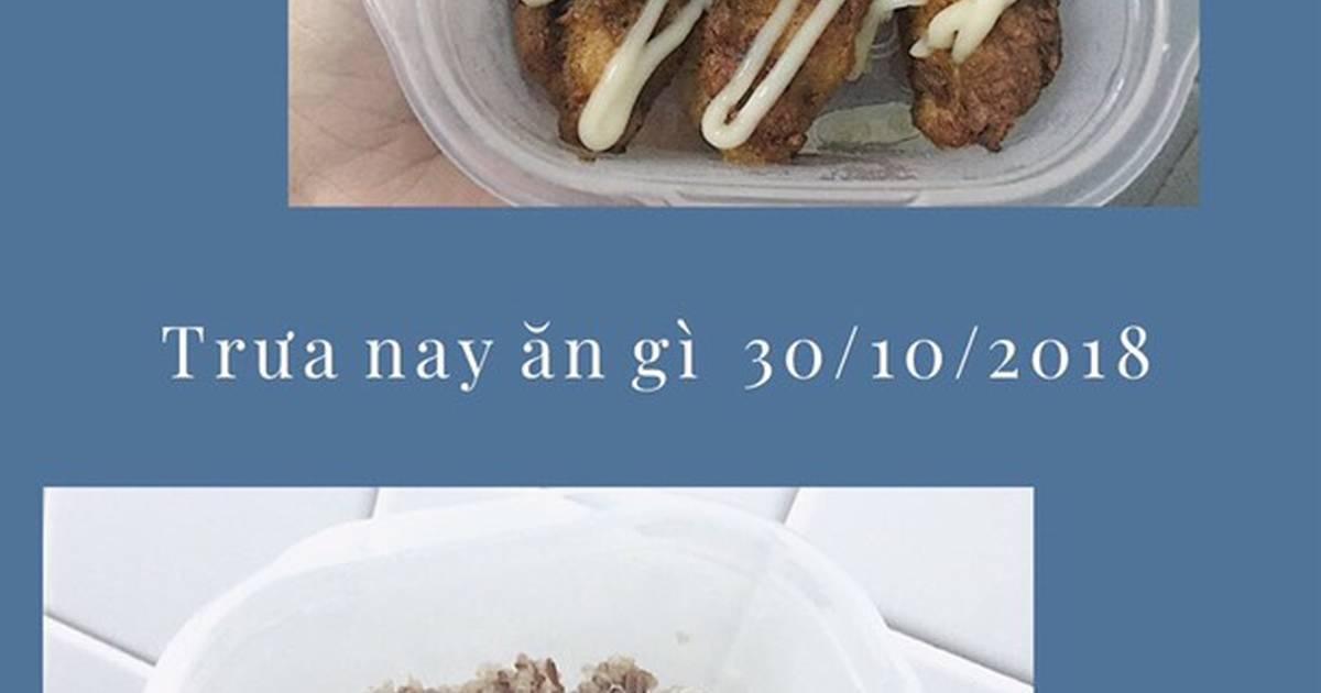 Trưa nay ăn (Cơm gạo lứt đỏ với hạt diêm mạch/gà xiên que sốt mayo) + Cà phê sữa đá