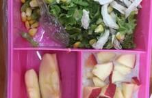 Salad sốt schua + yến mạch táo đỏ