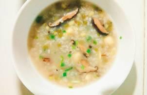 Cháo đậu xanh hạt sen với nấm hương