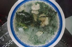 Canh rong biển nấu với thịt heo