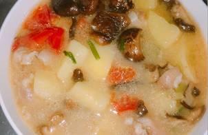 Canh khoai tây nấm hương ngon ngọn dễ ăn