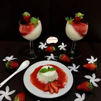 Coconut Panna cotta with strawberry sauce