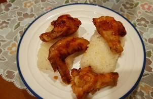 Cánh gà chiên nước mắm, xôi trắng nước cốt dừa