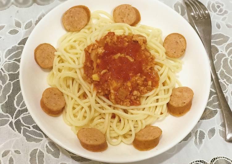 Mì Spaghetti sốt thịt bằm và xúc xích