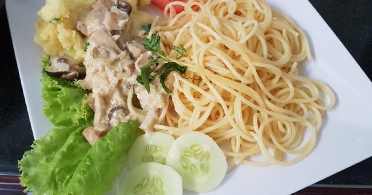 Ăn Chay Spaghetti(mỳ ý) sốt kem và khoai nghiền