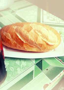 Bánh mì chả cá nóng + ly cà phê đá cho buổi sáng hạnh phúc ấp áp