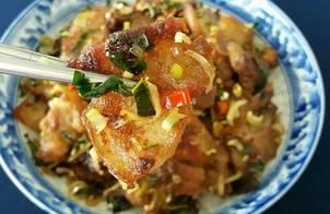 Thịt ba rọi xào mắm ruốc kiểu Thái