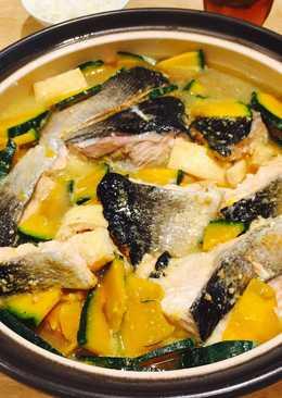 Lẩu Cá hồi nấu rau củ chanchan nabe
