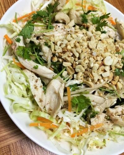Gỏi gà rau mùi trộn bắp cải