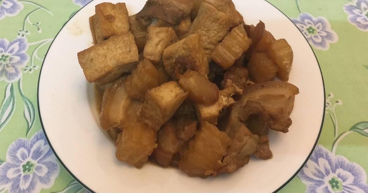 Thịt đùi kho với đậu phụ và su hào