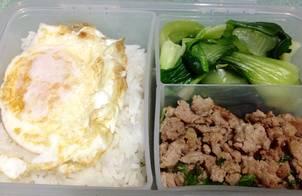 Thịt lợn băm rang húng quế (Pad Kra Pao)
