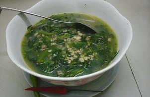 Hến nấu canh rau muống