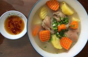 Chân giò hầm khoai tây,cà rốt