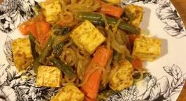 Hình ảnh món Mì shirataki xào đậu hủ rau củ và sốt đậu phọng cay