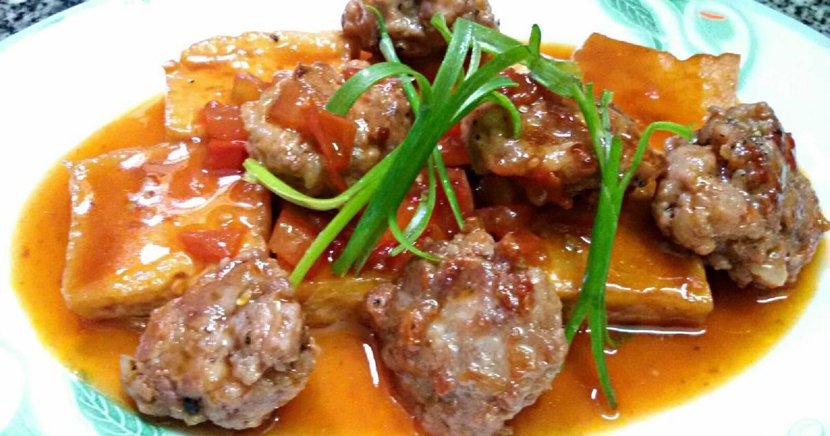 Đậu khuôn và thịt viên sốt cà chua