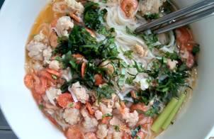 Mỳ Quảng tôm thịt phong cách mới