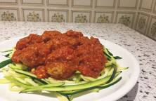 Spaghetti bí ngòi và gà tây viên
