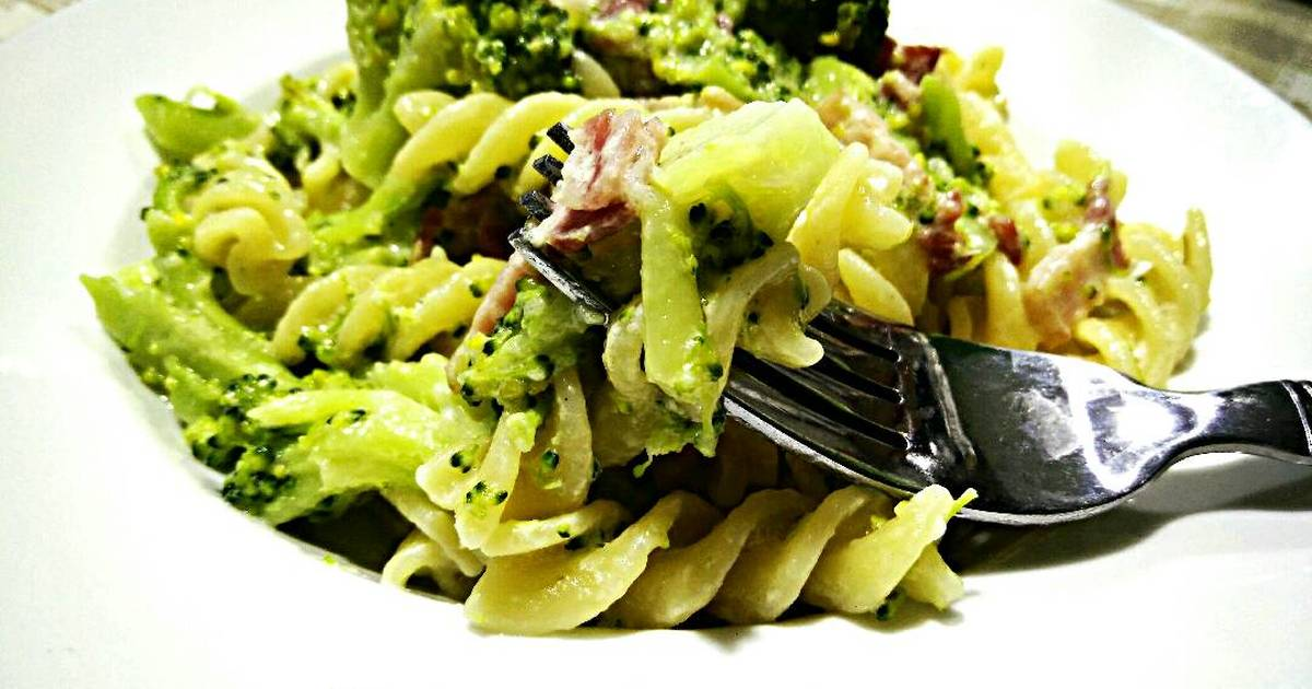 Mỳ Fusilli Với Broccoli Sốt Kem