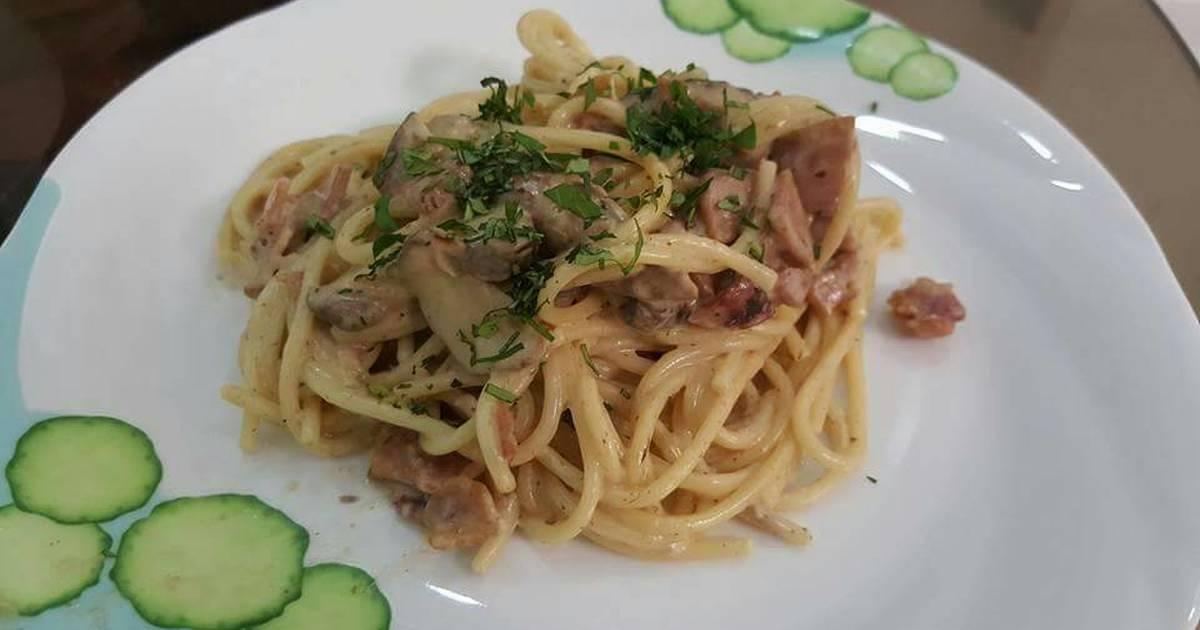 Spaghetti sốt kem với ham và nấm
