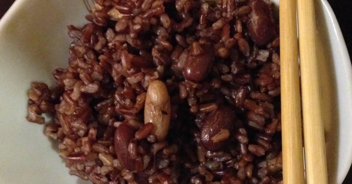 Cơm gạo lứt nấu với đậu tươi