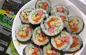 Kimpap (cơm cuộn rong biển)