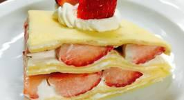 Hình ảnh món Bánh crepe nhân dâu đơn giản đẹp mắt mừng sinh nhật
