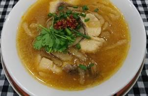 Bánh canh bột lọc nấu cá lóc