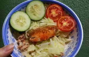 Salad bắp cải cá hộp cho ngày giảm cân