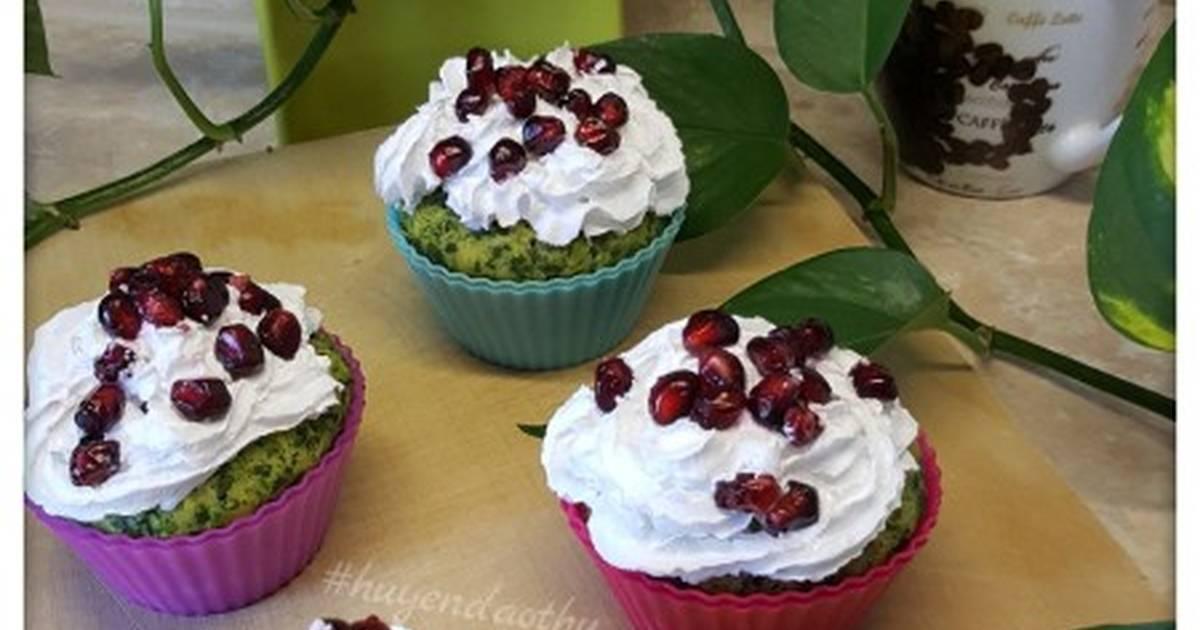 Cupcake spinat dừa bào và hạt lựu #cleaneating