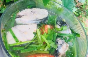 Canh cá thu nấu ngót