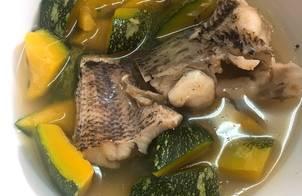 Bí nhật non nấu canh cá lóc đồng