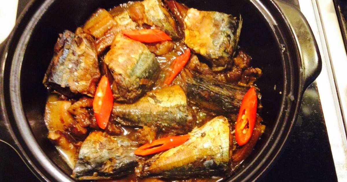 Cá nục kho khế và thịt ba chỉ
