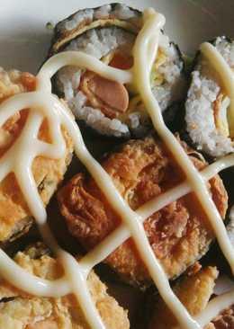 Cơm cuộn rong biển chiên giòn